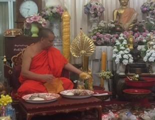 tamarind-village-buddhist-monk
